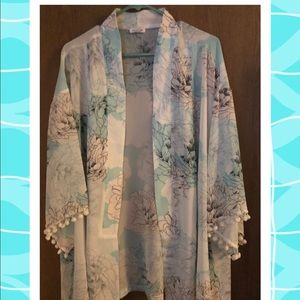 Kimono with bell sleeves and Pom accents